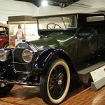 1920_Pierce-Arrow_7-Passenger_Touring_Car_(9427327391)