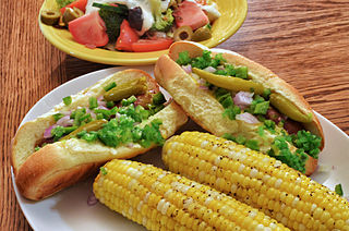 Picnic plate with corn-on-the-cob
