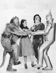 461px-The_Wizard_of_Oz_Lahr_Garland_Bolger_Haley_1939