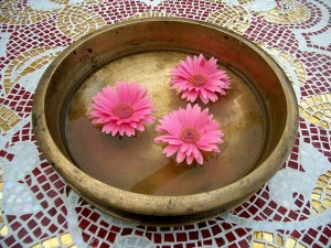 640px-Bronze_bowl_pink_flowers