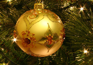640px-Christmas_tree_bauble