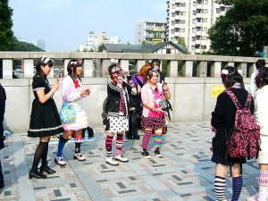 640px-Harajuku_girls,_Tokyo