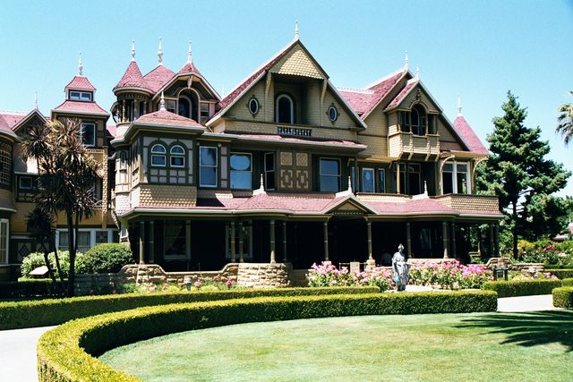 WINCHESTER HOUSE: THE MANSION A SÉANCE BUILT