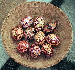 basket of pysanda