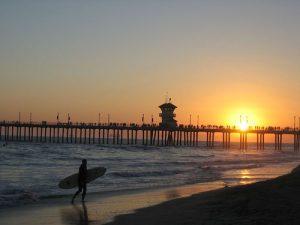 Huntington_Pier_Surfer