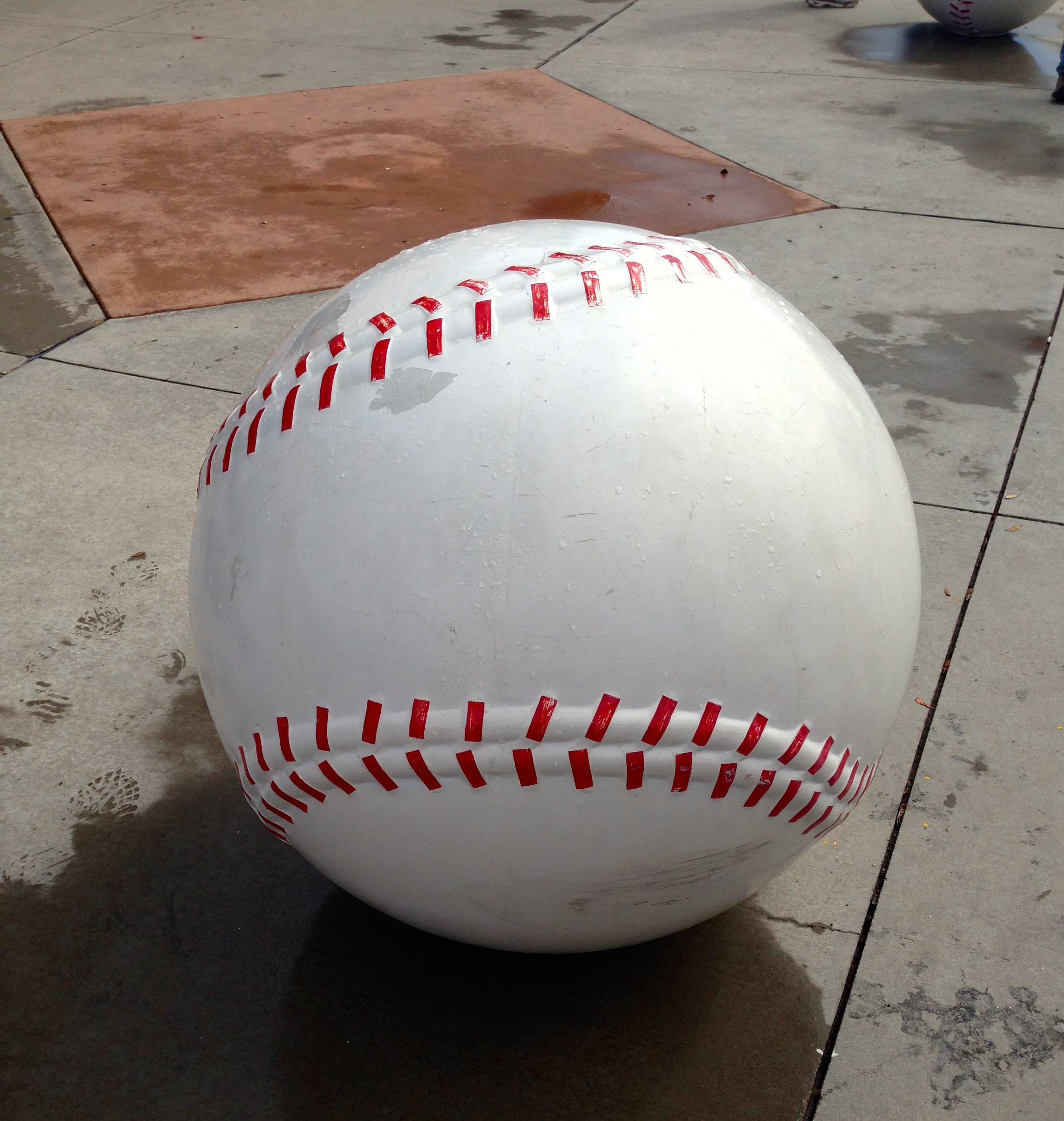BASEBALL – Symbol of Summer