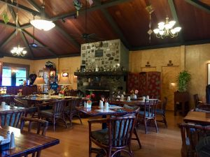 Kilauea Lodge dining room